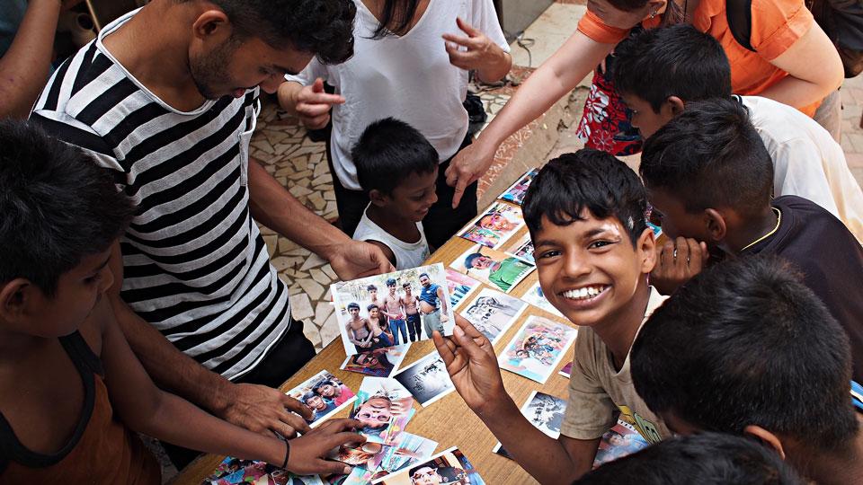 UME21842x960px Volunteer team India