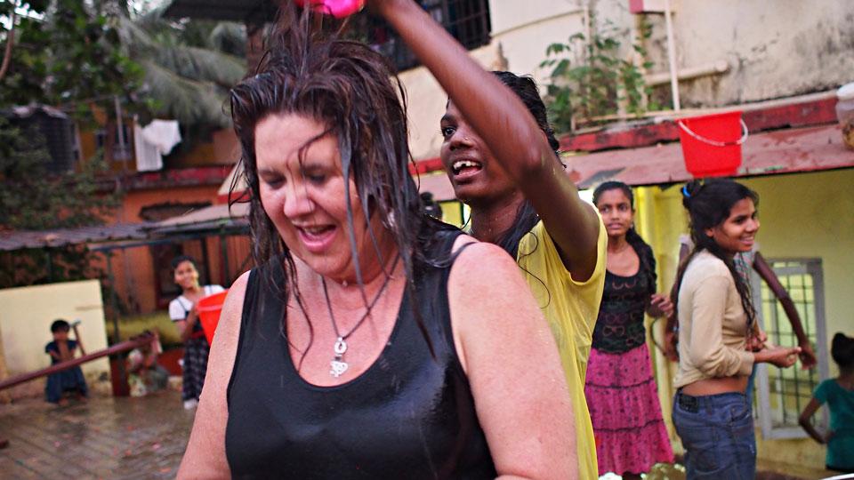 UME33246x960px Volunteer team India