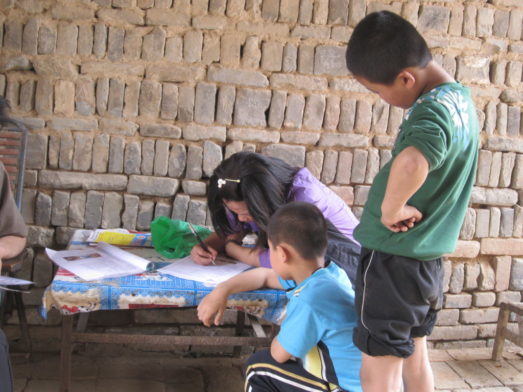 children writing letters